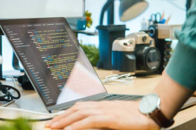 プログラミングは独学で習得可能!未経験者におすすめの学習ステップ