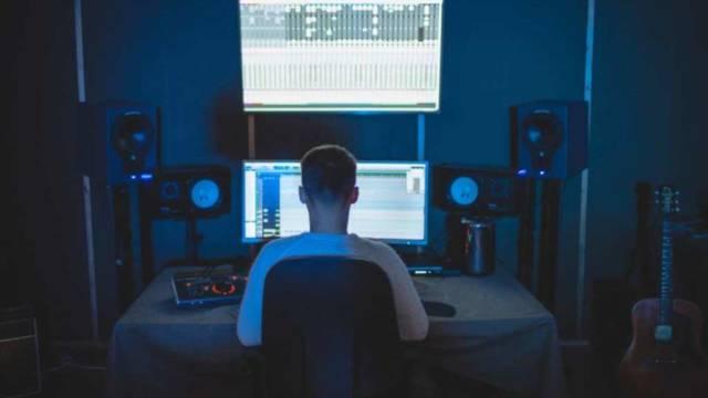 音楽×プログラミング「サウンドプログラミング」の使用する言語